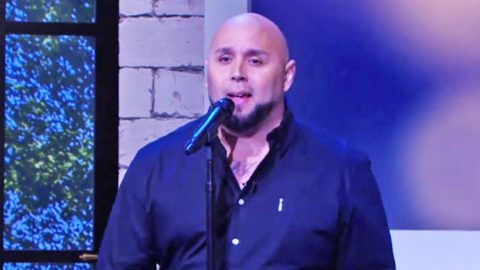 Viral 'Tennessee Whiskey Dad' Performs Song That Made Him Famous On Kellie Pickler's Talk Show | Country Music Videos