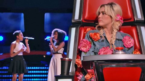 Sisters Stun 'Voice' Coaches With Chilling Rendition Of 'Landslide' | Country Music Videos