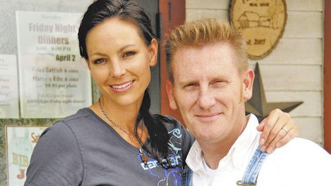 Even In Hospice, Joey Feek Is Still Giving Back | Country Music Videos