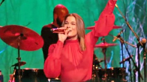LeAnn Rimes Mixes Holiday Classics With Her Hit Song & The Result Is Spectacular | Country Music Videos