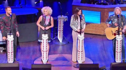'Jolene' Gets The Country Quartet Treatment That Will Send Chills Up Your Spine | Country Music Videos
