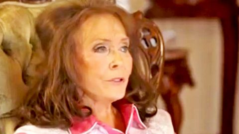 Loretta Lynn Plans To Someday Add Four New Verses To 'Coal Miner's Daughter' | Country Music Videos