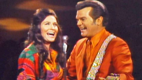 Conway Twitty And Loretta Lynn Sing 'After The Fire is Gone', Their First Ever Hit Together | Country Music Videos