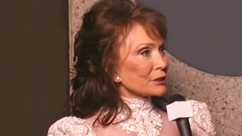 Loretta Lynn Says This Country Artist Should Have A Spot In The Hall Of Fame | Country Music Videos