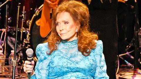 Country Legend Loretta Lynn Suffers Broken Hip | Country Music Videos