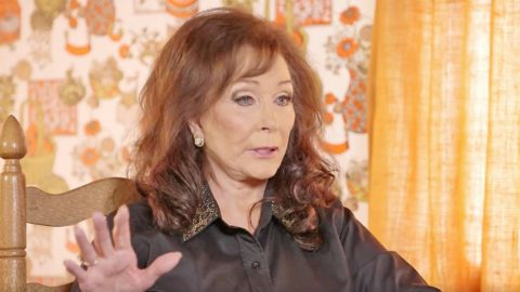 While Recording, Loretta Lynn Encounters Ghost Of Country Icon | Country Music Videos