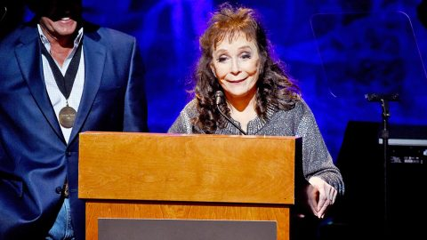 Loretta Lynn Thanks Fans For Prayers After Injuring Hip | Country Music Videos