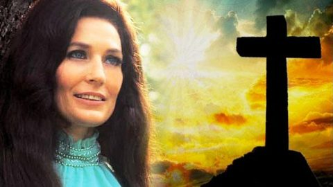 Loretta Lynn – The Old Rugged Cross (VIDEO) | Country Music Videos