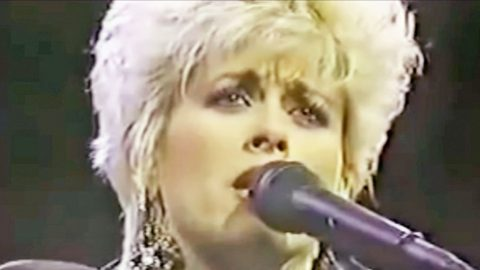 Lorrie Morgan Performs Her Late Husband Keith Whitley's Iconic Song 'Don't Close Your Eyes' | Country Music Videos