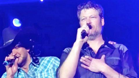 Luke Bryan Crashes Blake Shelton's Stage To Sing An Alabama Classic | Country Music Videos