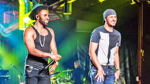 Luke Bryan Hits High Notes With Jason Derulo During Electrifying 'Crossroads' Performance | Country Music Videos