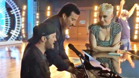 Need A Reason To Smile? Just Watch Luke Bryan Play Piano With Lionel Richie | Country Music Videos