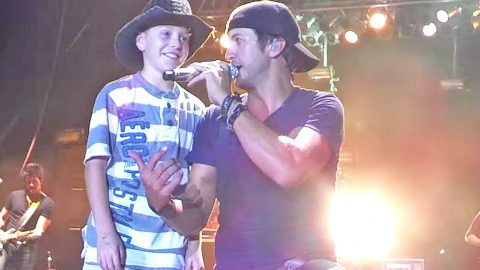 Luke Bryan Brings Little Kid On Stage For Epic 'Shake It' Performance | Country Music Videos