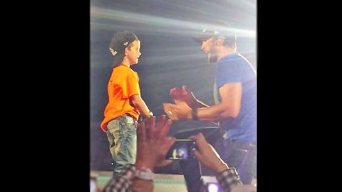 Luke Bryan Brings His Mini-Me On Stage For Adorable 'Shake It' Performance | Country Music Videos