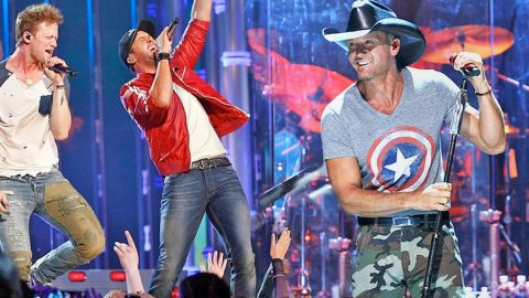 Luke Bryan And Florida Georgia Line Give Energetic Performance of A Tim McGraw Classic! | Country Music Videos