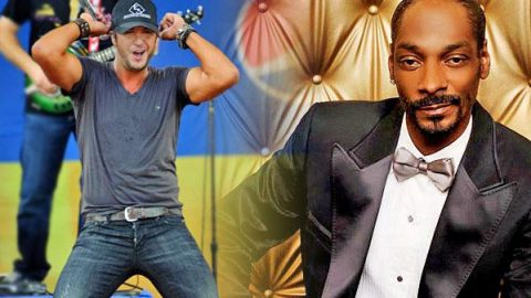"""Luke Bryan Cracks Up While Singing Hip Hop Medley, """"Rack City"""" and """"Get Low""""! 