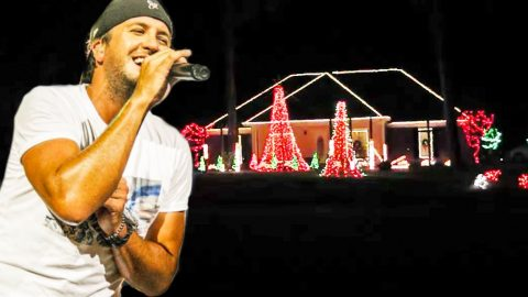 Christmas Lights Synced With Luke Bryan's 'Run Rudolph Run' Is Pure Magic   Country Music Videos