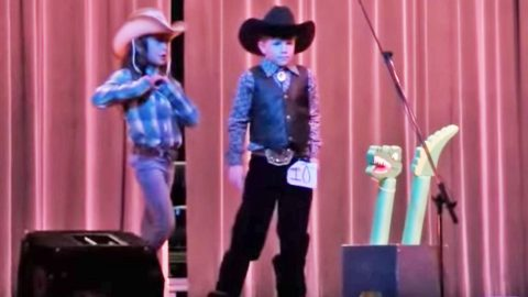 Adorable Cowboy & Cowgirl Perform Cute As Can Be 'Louisiana Woman, Mississippi Man' Lip Sync Duet | Country Music Videos