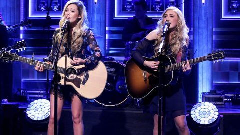 Country Duo Goes Above & Beyond To Help Families Of 3 Hunters Found Dead | Country Music Videos
