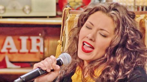 Singer Mandy Barnett Impresses Country Legends With Stunning 'Crazy' Tribute | Country Music Videos