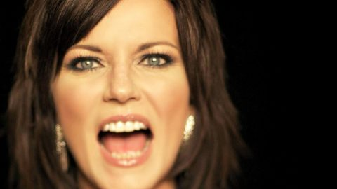 Martina McBride Sticks It To The Local PTA During Sassy Performance | Country Music Videos
