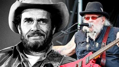 David Allan Coe Salutes Merle Haggard With Rowdy Rendition Of 'Mama Tried' | Country Music Videos