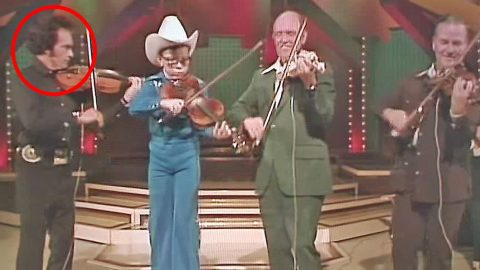 INCREDIBLE! Merle Haggard Steals The Show In Rare Fiddle Performance | Country Music Videos
