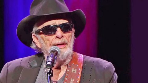 Merle Haggard's Final Opry Performance Of 'Silver Wings' Is An Emotional Masterpiece | Country Music Videos