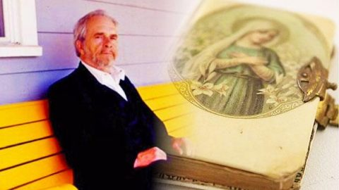 Merle Haggard – Family Bible (WATCH)   Country Music Videos