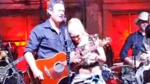 Gwen's Reaction To Blake Shelton Talking About Them 'Messing Around' Is Priceless | Country Music Videos