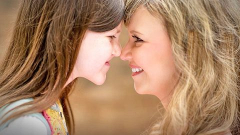 Missy Robertson Dedicates Beautiful Song To Her 'Inspiration', Her Daughter Mia | Country Music Videos