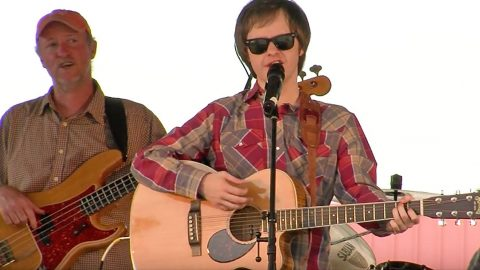 Blind Musician Thrills Crowd With Sensational George Jones Medley | Country Music Videos