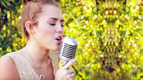 Miley Cyrus Shows Off Insane Vocals With Pure Country Rendition Of 'Jolene' | Country Music Videos