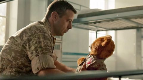 Teddy Bear Connects Deployed Dad With Daughter And It's Incredibly Heart-Wrenching | Country Music Videos