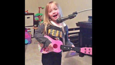 Country Cutie Adorably Sings Miranda Lambert Song | Country Music Videos