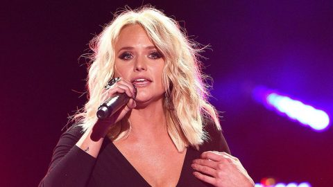 Miranda Lambert Personally Helps With Rescues Following Hurricane Harvey | Country Music Videos