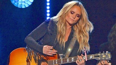 An Emotional Miranda Lambert Comforts Fans At First Concert After Las Vegas Shooting   Country Music Videos