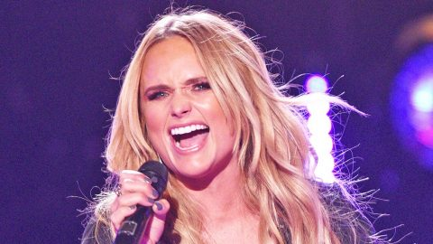Fans Go Nuts When Miranda Lambert Throws Major Shade By Changing Lyrics Of 'Little Red Wagon' | Country Music Videos