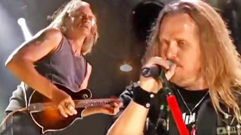 Southern Rock's Favorite Sons Knock The Socks Off The Crowd With Dixie Anthem 'Mississippi Kid' | Country Music Videos