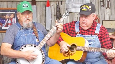 Redneck Brothers Take Stance On Kneeling During National Anthem In Bluegrass Song | Country Music Videos