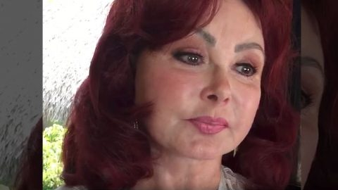 Emotional Naomi Judd Reveals Crucial Advice About Battling Depression | Country Music Videos