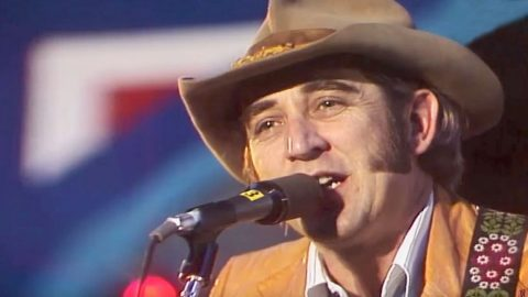 This Newly Discovered Concert Footage Will Make You Fall In Love With Don Williams All Over Again | Country Music Videos