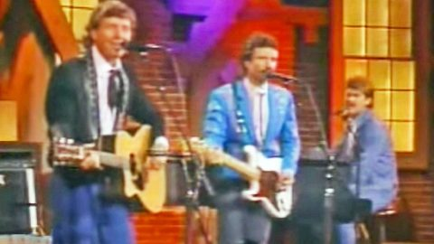"Nitty Gritty Dirt Band Perform ""Fishin' In The Dark"" In 1980's Televised Performance 