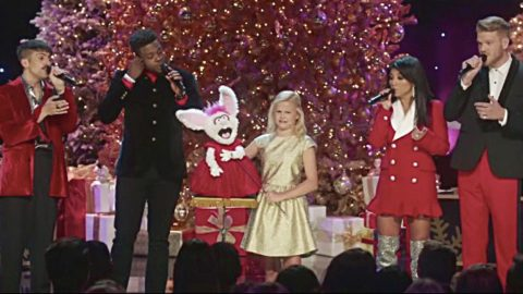 Darci Lynne's Puppet Sings 'O Easter Egg' During Pentatonix Christmas Concert In 2017   Country Music Videos