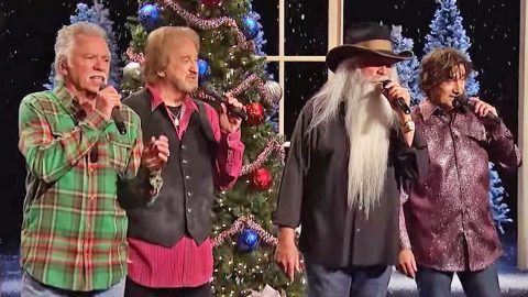 Y'all Can't Resist The Oak Ridge Boys' Version Of George Strait's  'Christmas Cookies'   Country Music Videos