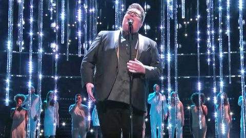 Hear 'Voice' Champion's Chillingly Beautiful Performance Of 'O Holy Night' | Country Music Videos