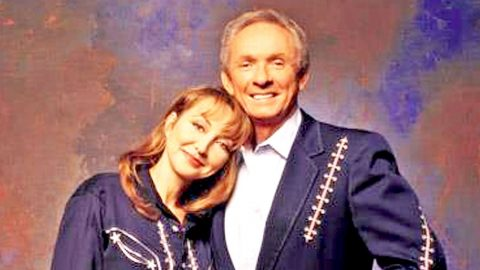 Pam Tillis Updates Fans On Her Father's Current State Of Health | Country Music Videos