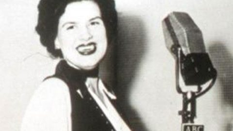 Patsy Cline – Tennessee Waltz   Country Music Videos