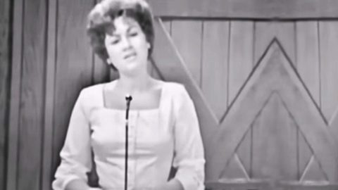 Rare Footage Of Patsy Cline's Live Performance Of 'You're Stronger Than Me' Surfaces | Country Music Videos