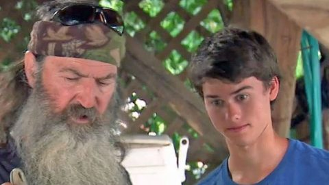 Phil Robertson Tries To Teach His Grandkids A Lesson, What Happens Next is Hilarious! | Country Music Videos